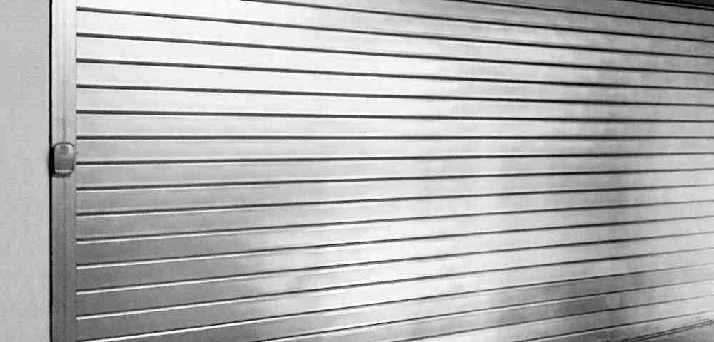 persiana enrollable metalica 1000x480 - Persianas de seguridad de aluminio
